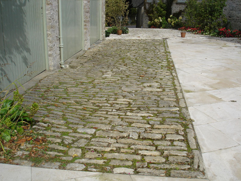 Paving using relcaimed purbeck sets