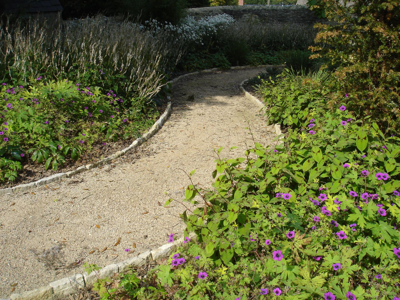 Selfbinding path gravel with purbeck edging