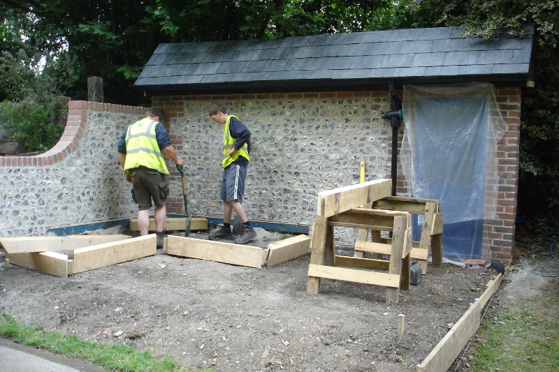 setting-oak-raised-beds