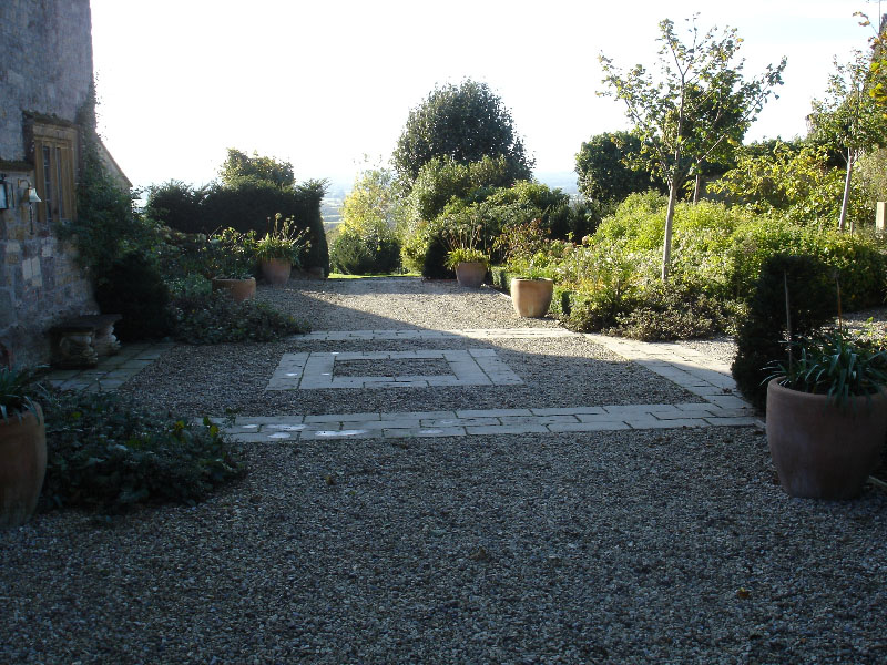 Gravel drive with stone feature